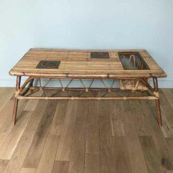 Table basse en rotin et inclusion 1950